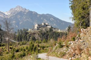 Burgruine Ehrenberg von Fort Claudia aus
