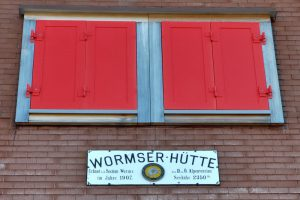 Wormser Hütte im Montafon mit Schild