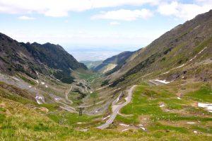 Blick ins Tal und auf die Transfagarasan in Rumänien