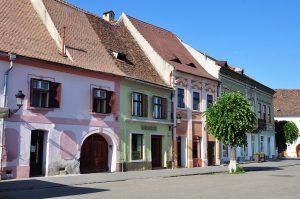 Bunte Häuser in Mediasch, Rumänien