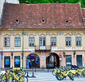 Kronstadt-Brasov Gebäude mit Fahrrädern