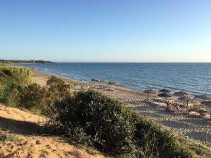 Ausblick vom Strandrestaurant Belvedere in Dounaika, Peloponnes, Griechenland