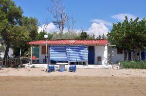 Griechisches Ferienhaus am Strand von Dounaika, Peloponnes, Griechenland