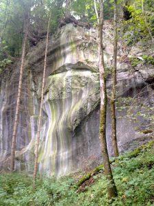 Wandern im Montafon - Felsformation mit Steingesicht