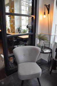 Eye Hotel Utrecht - Sitzecke an der Rezeption