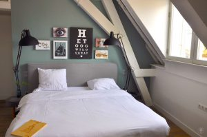 Eye Hotel Utrecht - Zimmer 207 Bett