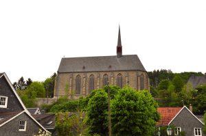 Blick auf die Klosterkirche von der Wupper aus, Beyenburg