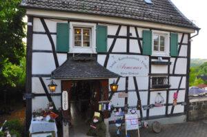Geschäft am Schloss Burg