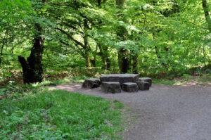 Sitzplatz aus Stein im Müngstener Brückenpark