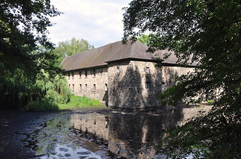 Wasserburg Haus Graven mit Wassergraben